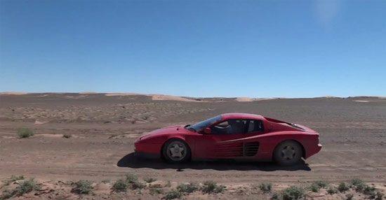 Met je Ferrari door de woestijn