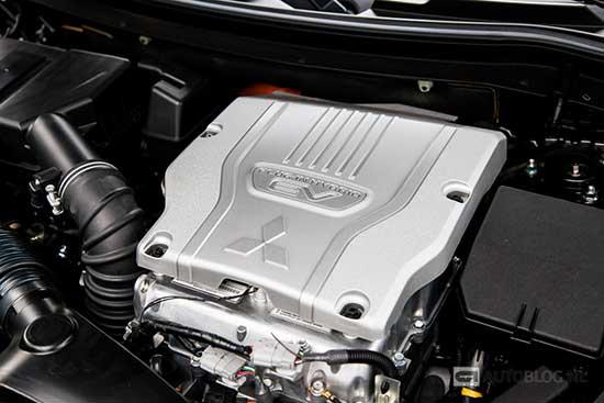 Mitsubishi Outlander PHEV 2016 review