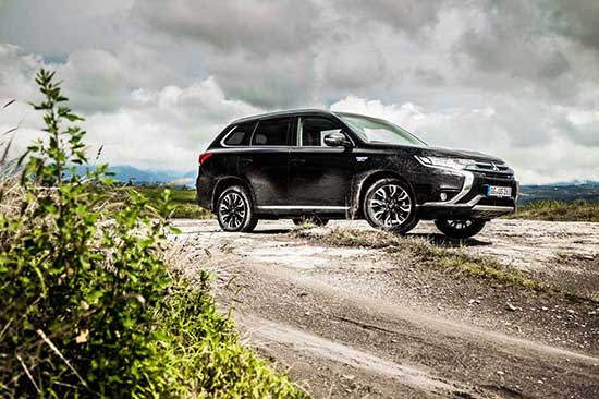 Mitsubishi Outlander PHEV 2016 review