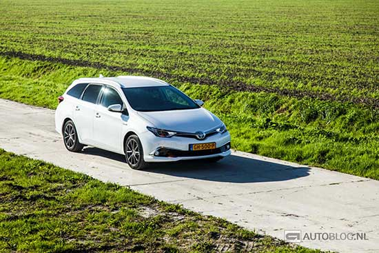 Toyota Auris Touring Sports Hybrid rijtest en video