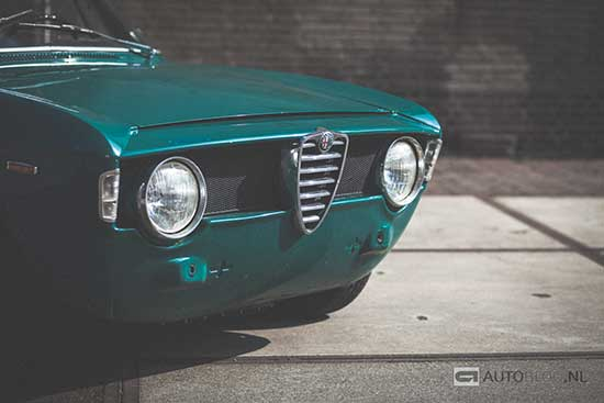 Alfa Romeo Giulia GT 1300 Junior classic rijtest en video