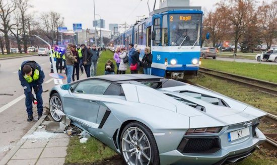 Aventador Roadster crash