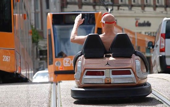 Ja, met deze botsauto mag je in Nederland de weg op