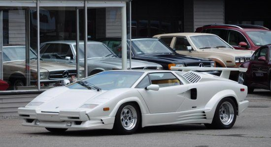 Deze Lambo Countach is een rare occasion