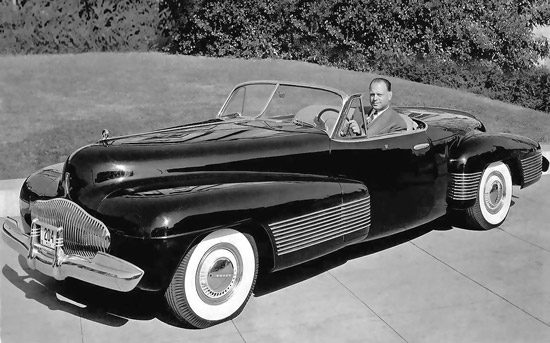 Harley Earl in de Buick Y-Job