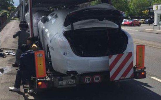 Illegalen komen Engeland per Maserati binnen
