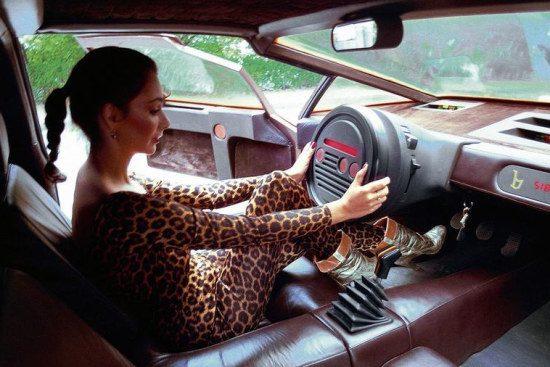 Lancia Sibilo met luipaard achter het stuur