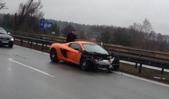 McLaren 650S ná de crash