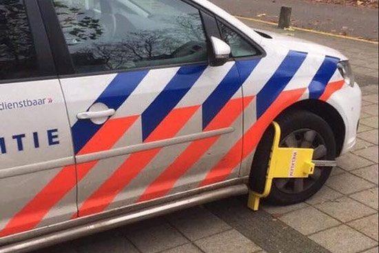 Politie met wielklem