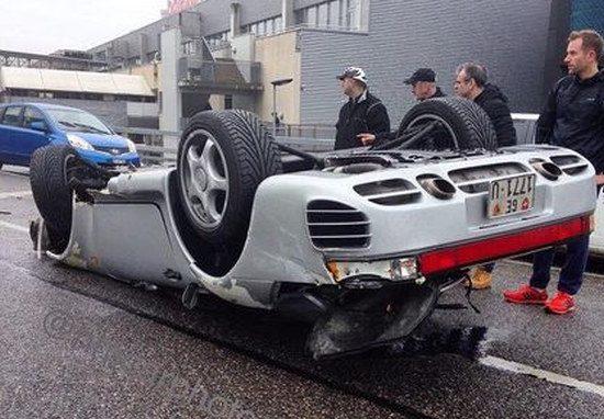 Porsche 959 showt zijn onderkantje