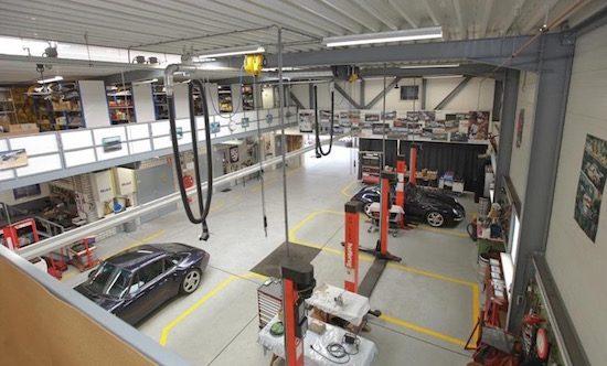 Te koop: complete Porsche-garage in het midden van Nederland