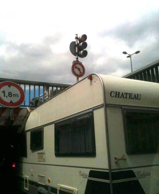 Nederlanders met caravan MASSAAL uitgelachen door Fransen