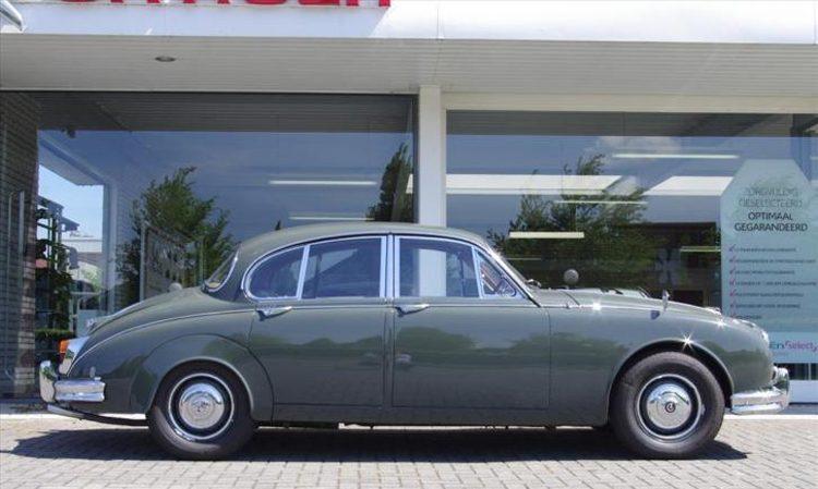 Daimler V8 Saloon