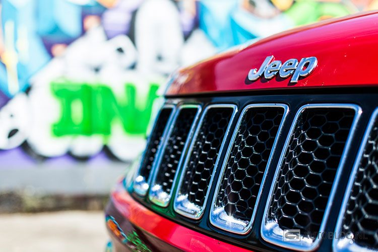 Jeep Grand Cherokee SRT rijtest en video