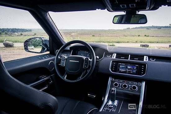 Range rover sport svr rijtest en video for Interieur range rover velar