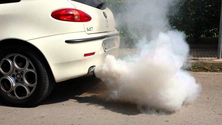 Witte rook bij een koude start: wat is het?
