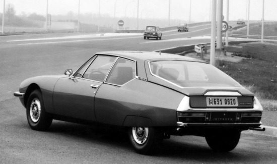 citroen-sm-blackwhite-highway