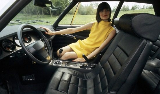 citroen-sm-interior-blacl-leather-girl