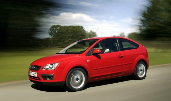 ford-focus-mk2-3door-red-side