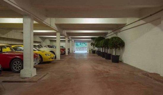 Deze belgische villa biedt plek aan 50 auto s for Garage 123 automobile villeurbanne
