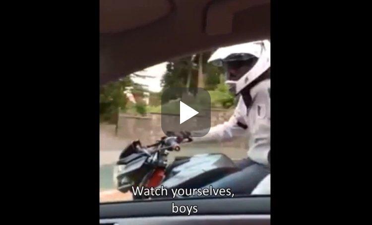 Video: motorrijder heeft een grote mond