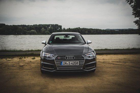Audi S4 B9 - rijtest en video