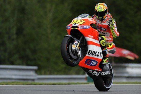 Rossi wheeliet Ducati