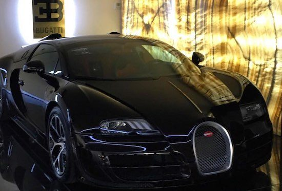 cristiano ronaldo doet zichzelf een bugatti veyron cadeau. Black Bedroom Furniture Sets. Home Design Ideas