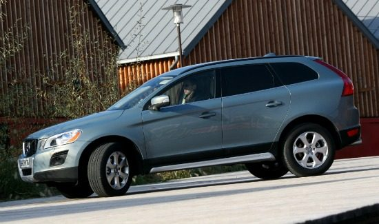 volvo-xc60-blue-grey-side-front