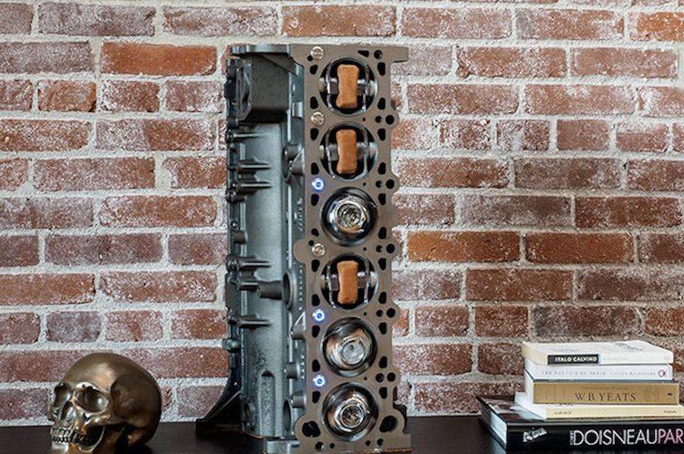 Decoratie done right: het blok van een M3 in je woonkamer