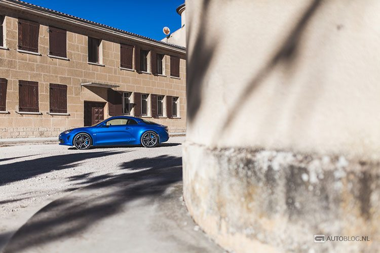 Alpine A110 rijtest en video