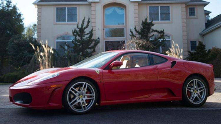 Koop de Ferrari van Trump