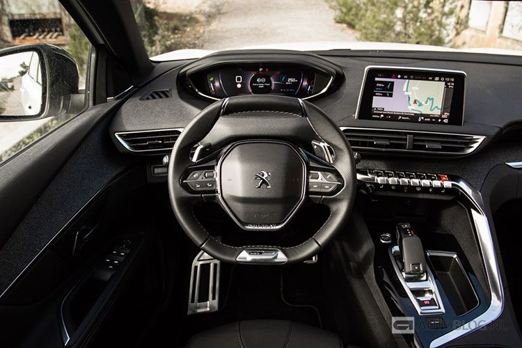 Peugeot 5008 suv rijtest en video for Interieur 5008 2017