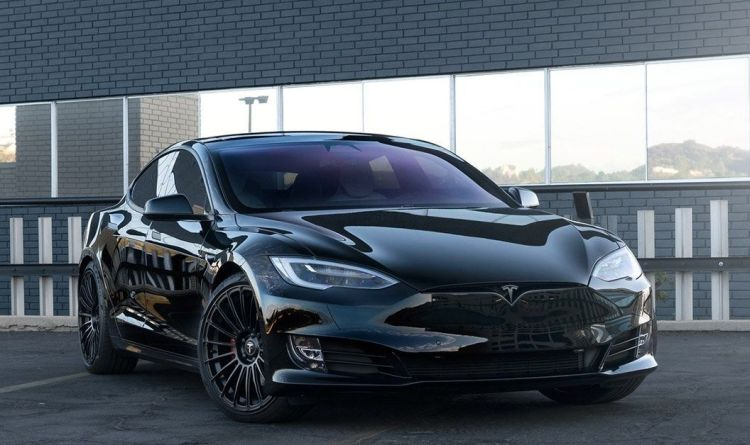 Deze Tesla Model S P100D is sinister