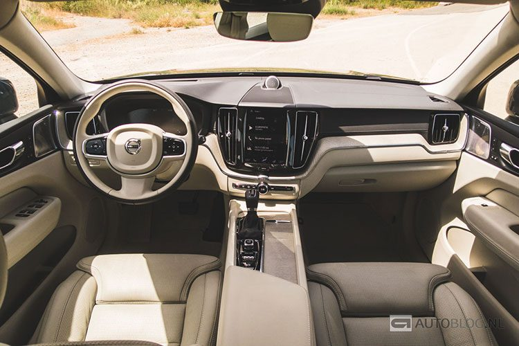 Volvo xc60 2017 rijtest en video for Volvo xc60 interieur