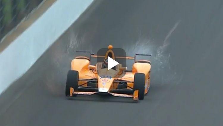 Video: Alonso sloopt twee vogels