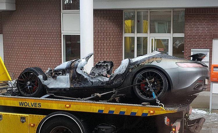 Mercedes-AMG GT verwoest na brand in parkeergarage