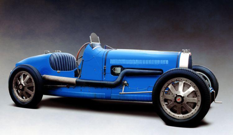 Er was nóg een Bugatti met 16 cilinders