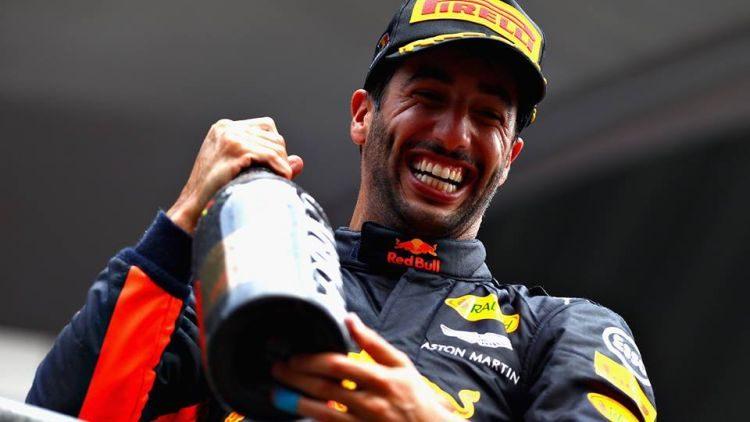 Ricciardo verhoogt de druk op Red Bull