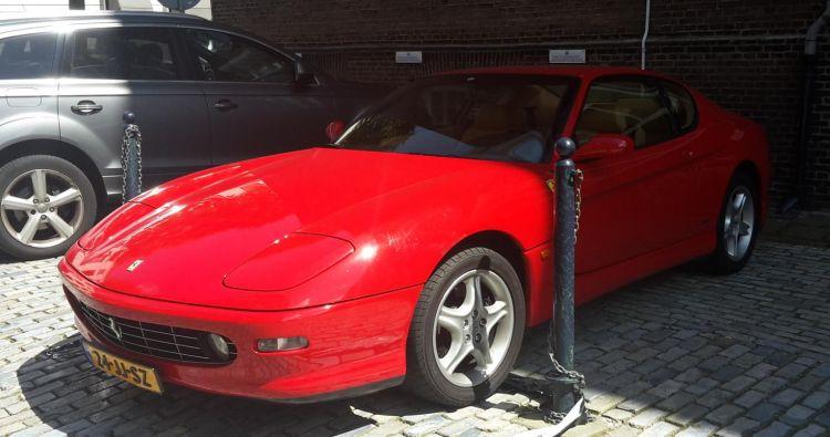 Gespot: zeldzame Ferrari in Rotterdam