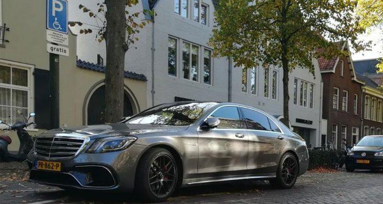 Mercedes S63 AMG parkeerkunsten