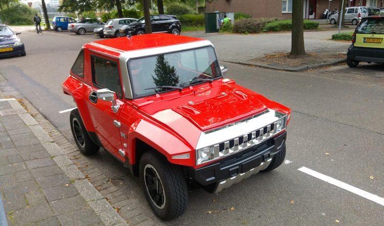 Gespot: hilarische Hummer-brommobiel in Voorburg