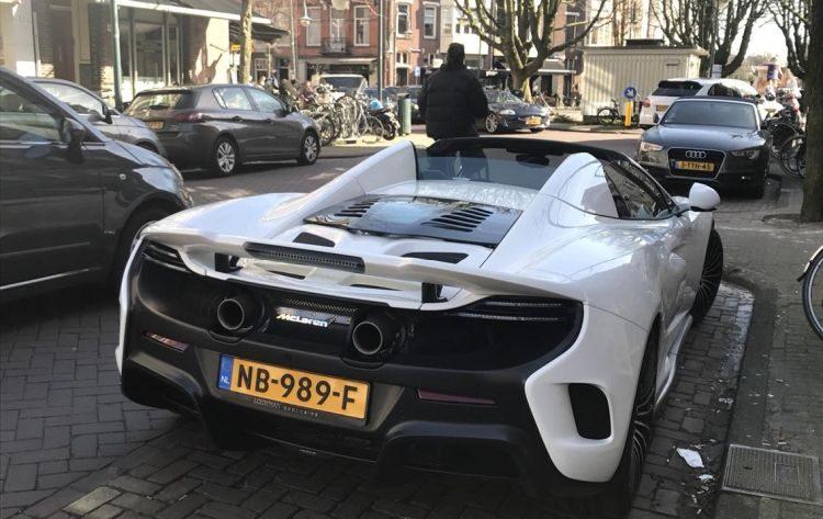 Gespot: een McLaren van 476.736 euro in Amsterdam