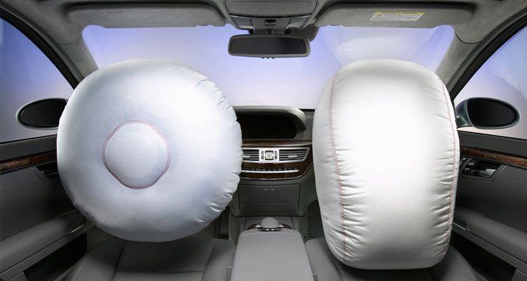 Mercedes airbags gaan spontaan af