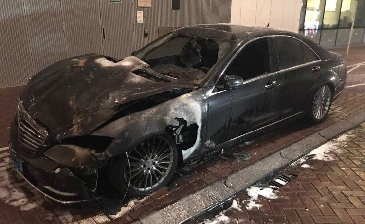 Mercedes S-klasse fikt spontaan af in Amsterdam