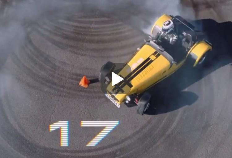 Video: record donuts draaien in een Caterham