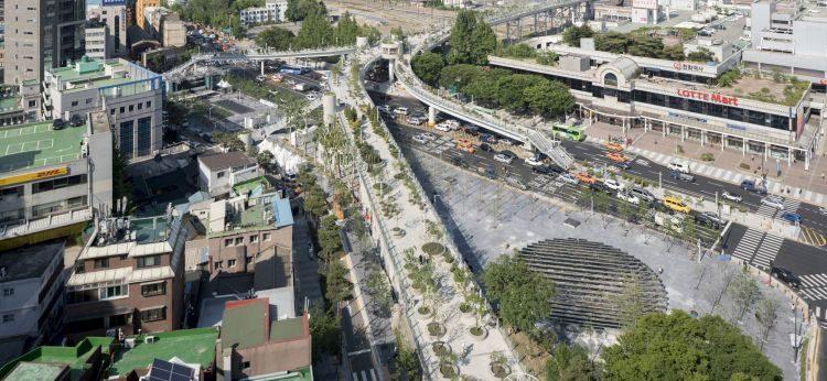 Oud viaduct omgetoverd tot park