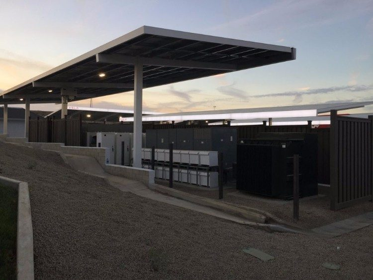 Grootste Supercharger station in de VS is een grauwe boel
