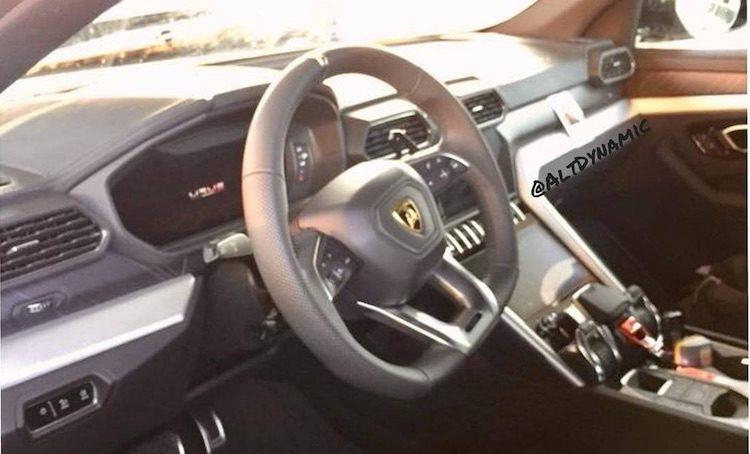 Dit is het interieur van de Lamborghini Urus