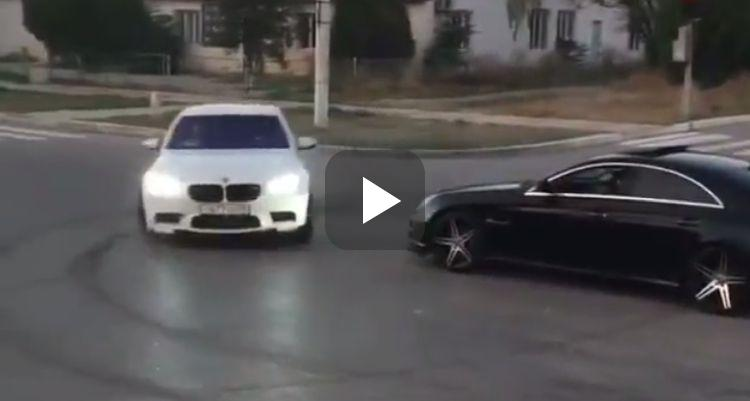 Video: M5 drift rondjes om CLS63 AMG heen